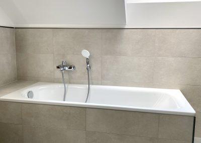 Badezimmer Badewanne gefliest SAMORE